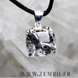 pendentif cristal de roche pur taille carre fancy